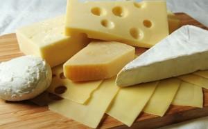 ダイエット中の間食にチーズ