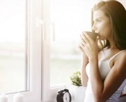 ダイエット中 朝にすること 日の光を浴びる 白湯を飲む