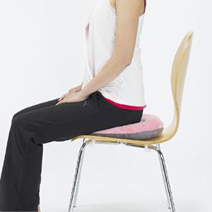 マーナ 骨盤座ぶとん 座るだけ 骨盤矯正 正しい姿勢