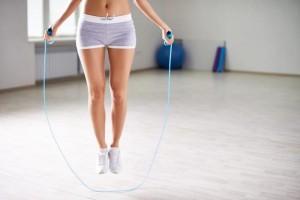 冬 ダイエット 縄跳び 効果的 有酸素運動 代謝アップ ストレス解消