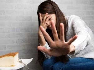 断食ダイエット 危険性 リバウンド 拒食症 過食症 ホルモンバランスの乱れ 生理不順