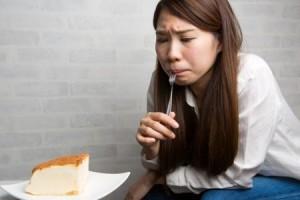 ダイエット中 食べるのを我慢 太る ストレス