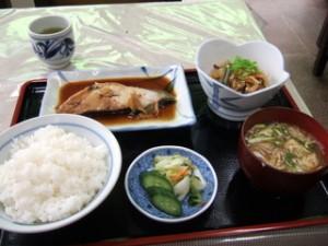 食事制限ダイエット 定食屋 煮魚