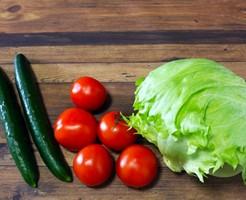 ダイエット中 間食 オススメ 野菜 レタス トマト きゅうり