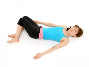 骨盤矯正ダイエット ヒップの引き締め ストレッチ 脚ひねり骨盤ストレッチ