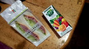 ダイエット中 コンビニ 晩ご飯 オススメ サンドイッチ 野菜ジュース