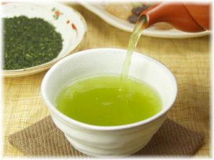 ダイエット中 緑茶 避けるべきタイミング 食事の時 空腹時