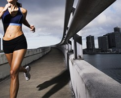 ランニング 脚痩せダイエット 姿勢 腕を大きく振る