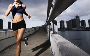 ランニング 脚痩せダイエット 走り方 姿勢 腕を大きく振る