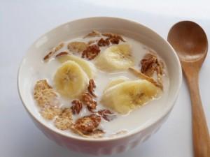 ダイエット 玄米フレーク 食べ方 朝 牛乳 バナナ