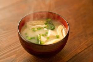 朝ごはん 味噌汁だけ ダイエット効果 脂肪燃焼 基礎代謝アップ