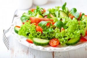 ダイエット 食事制限 サラダ ビタミン ミネラル 食物繊維