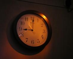 食事 太りやすい 時間帯 就寝前 午後10時 夜中の2時 BMAL1