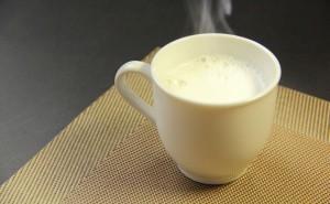 ダイエット 眠気 ストレス 寝不足 対策 ホットミルク