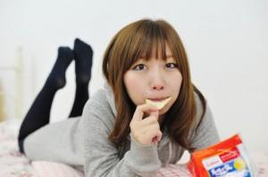 ダイエット 夜 お菓子だけ 体重減少