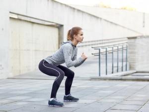ダイエット 生理中 運動量 スクワット